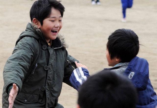 Deca u razrušenom Mijaku nakon zemljotresa