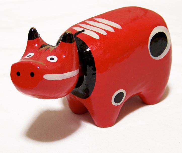 Akabeko (赤べこ, crvena krava?), tradicionalna igračka iz Aizu oblasti, pravi se od obojenog i lakiranog washija.